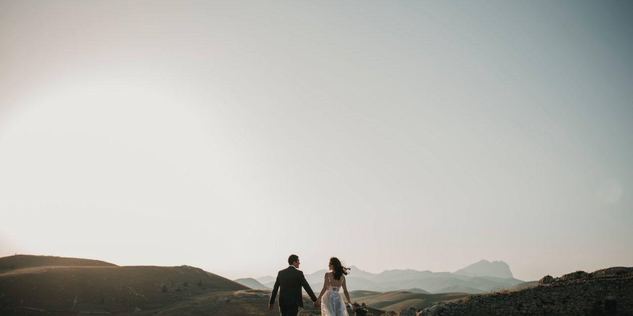 Derfor skal man holde brylluppet med familien i udlandet